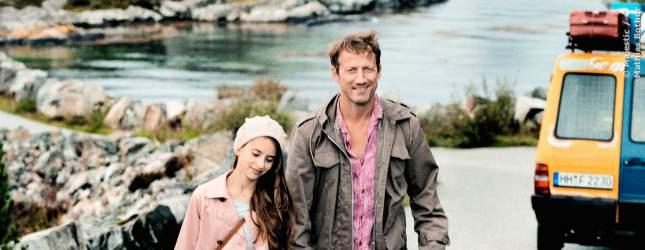 Jakob (Wotan Wilke Möhring) mit Tochter Mai (Sofia Bolotina) in Norwegen.