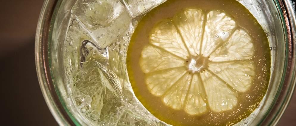 So hilft dir Zitronenwasser beim Abnehmen