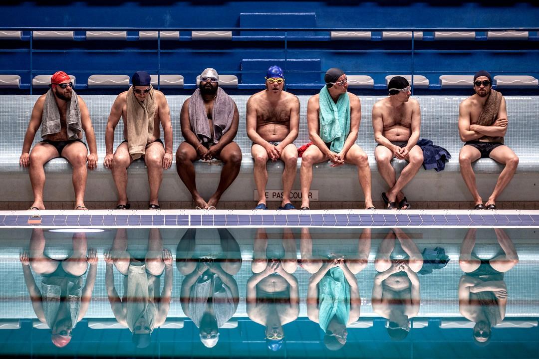 Ein Becken Voller Männer - Bild 2 von 11