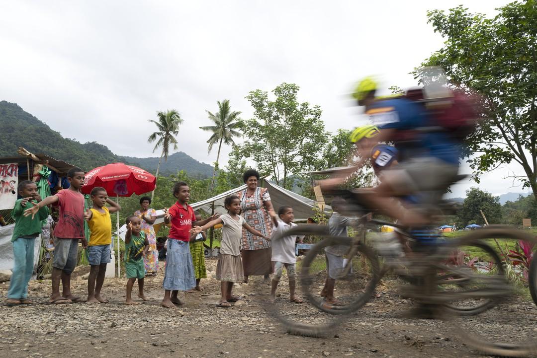 Worlds Toughest Race: Eco-Challenge Fiji mit Bear Grylls Trailer - Bild 1 von 13
